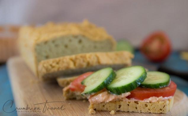 Glutenfree sandwich bread with almonds