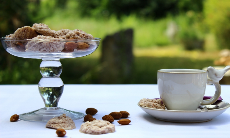 Amarettini, Italian almond cookies