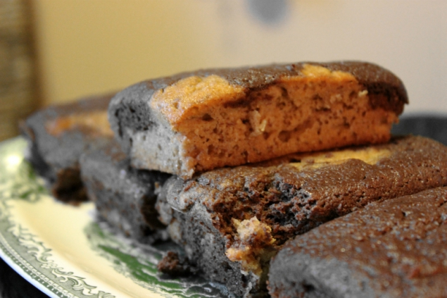 Banana chocolate marbled cake