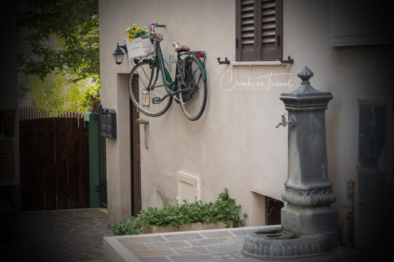 Bike on the wall, Castilenti in Abruzzo