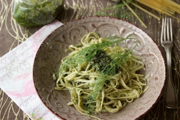 Fennel Pesto on Linguine Pasta