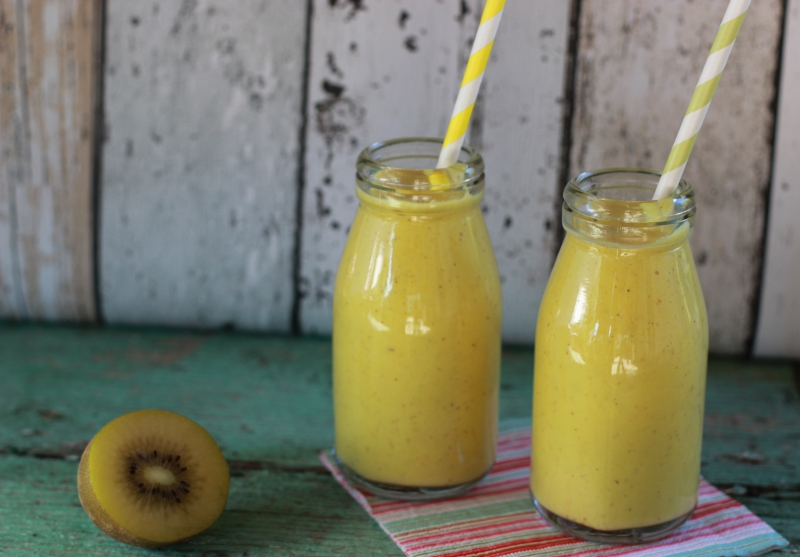 Fig orange kiwi smoothie