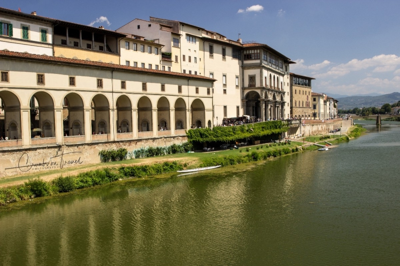Ponte Vecchio, view towards the Uffizi, Florence, Tuscany/Italy