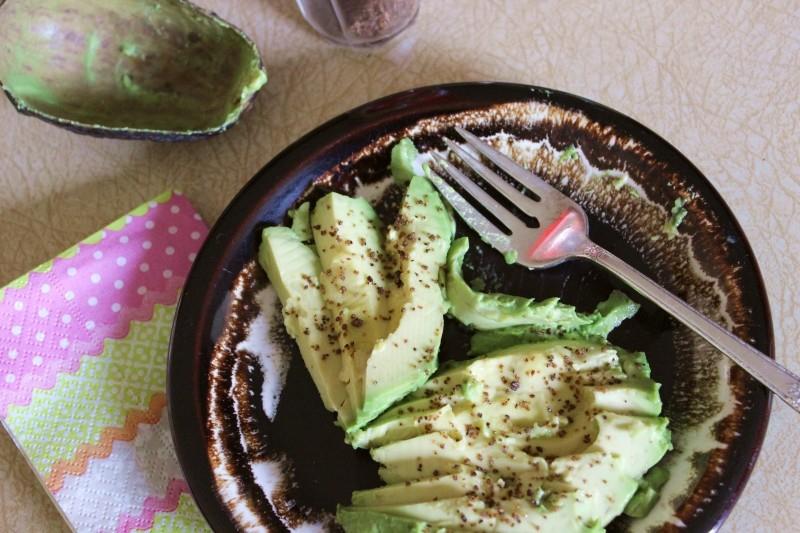 Spicy avocado slices