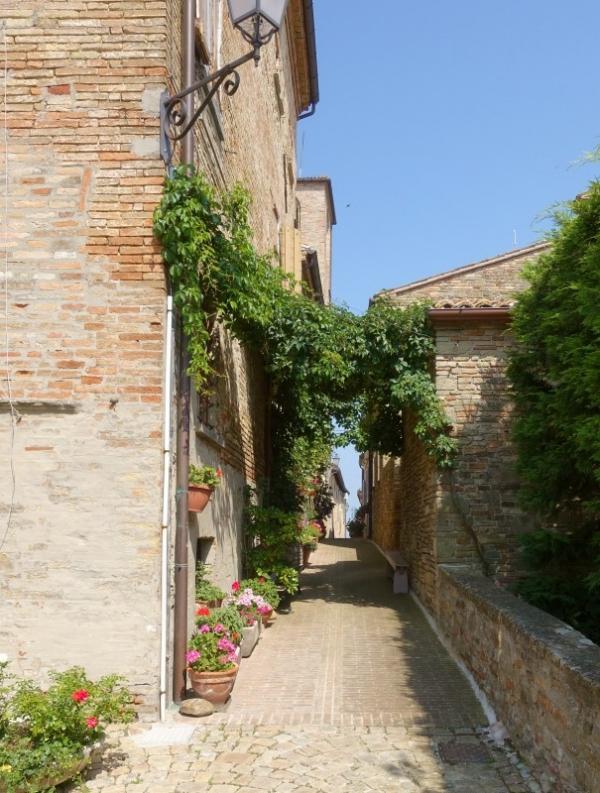 Street in Novilara, Le Marche/Italy