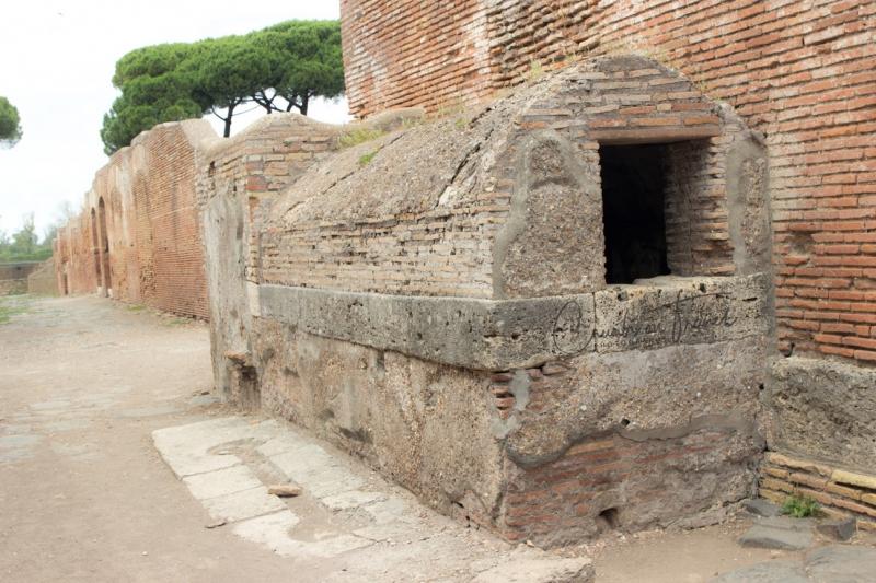 Fontain, Ostia Antica, Lazio/Italy