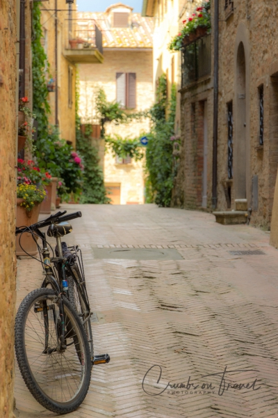 Street view with bike in Pienza/Tuscany