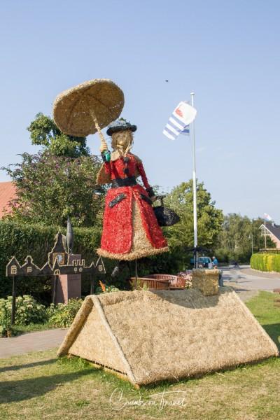 Passade: Mary Popins - Strawfigures at the Probsteier Grain Days