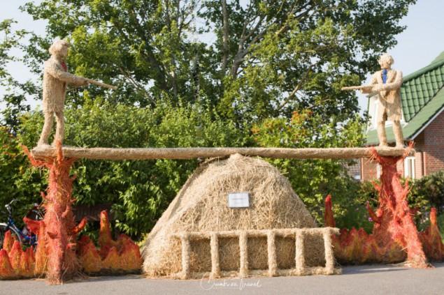 Stoltenberg: Balance - Strawfigures at the Probsteier Grain Days