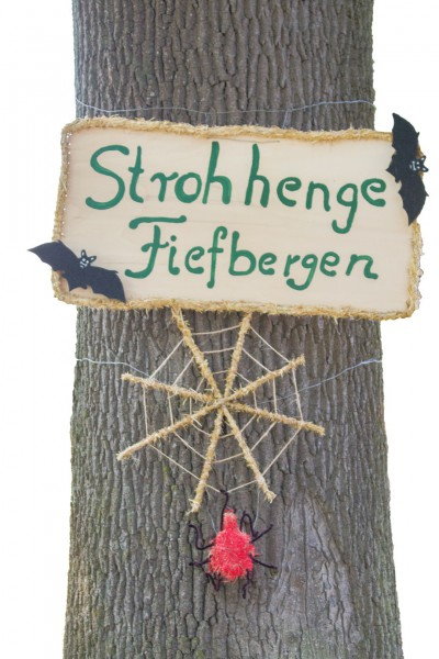 Fiefbergen: Strawhenge - Strawfigures at the Probsteier Grain Days