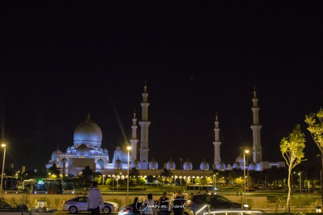 Sheikh Zayed Grand Mosque by night