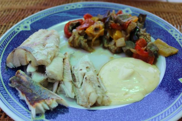 Plaice with mayonnaise and veggies