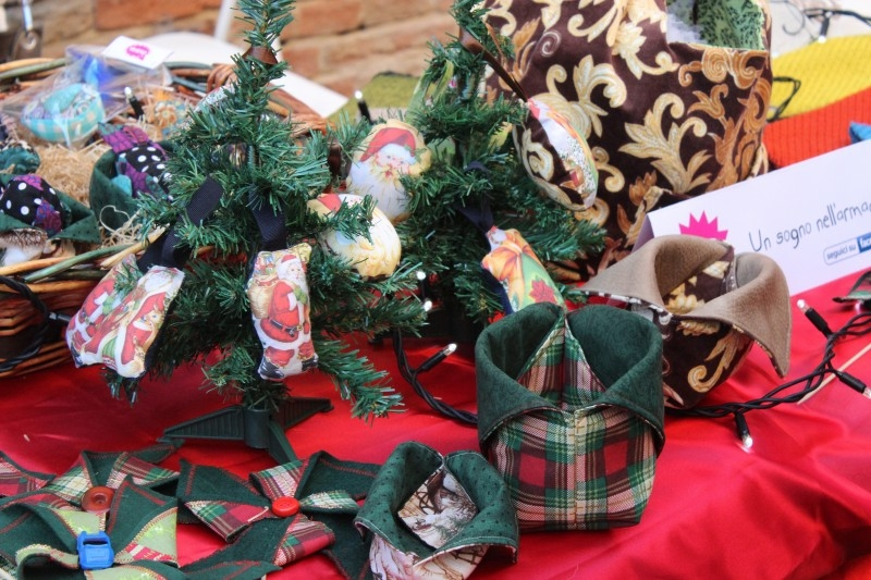 Handcrafts on Christmas markets in Italy
