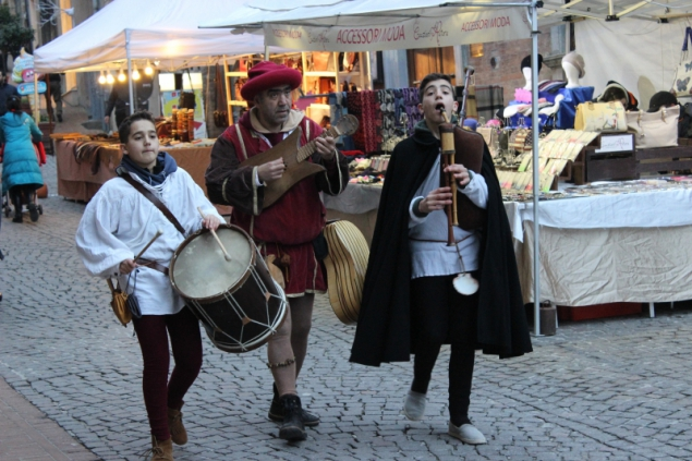 Musicians, Christmas market, Urbino, Italy